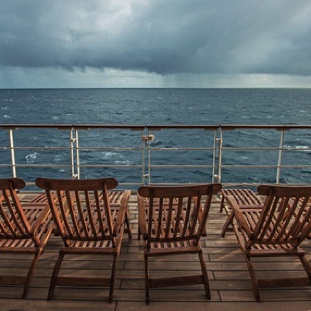 Deckchairs auf Schiffsdeck