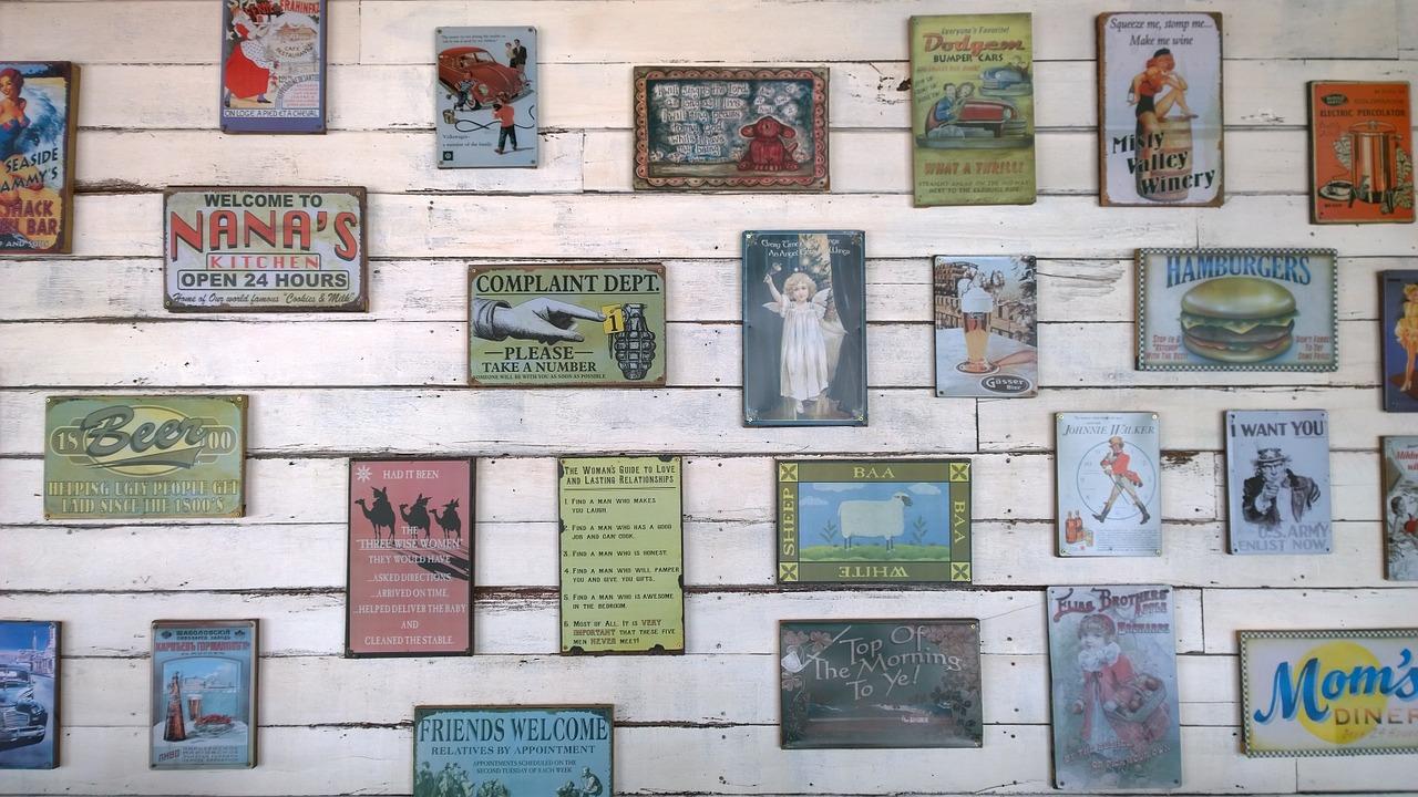 Mehrere Bilder gekonnt an einer Wand arrangieren