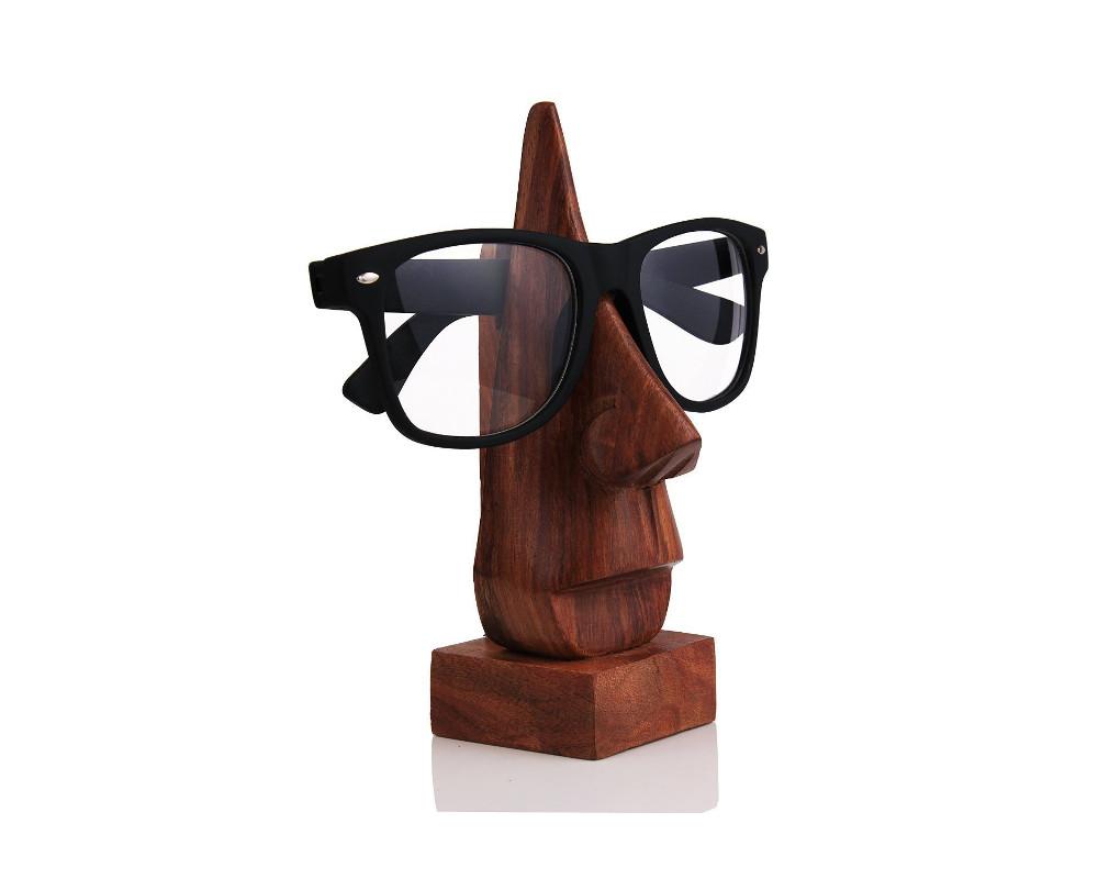 Hölzerner Brillenständer in Nasenform